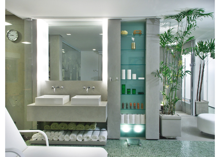 Bathroom by Elisabete Primati Arquitetura