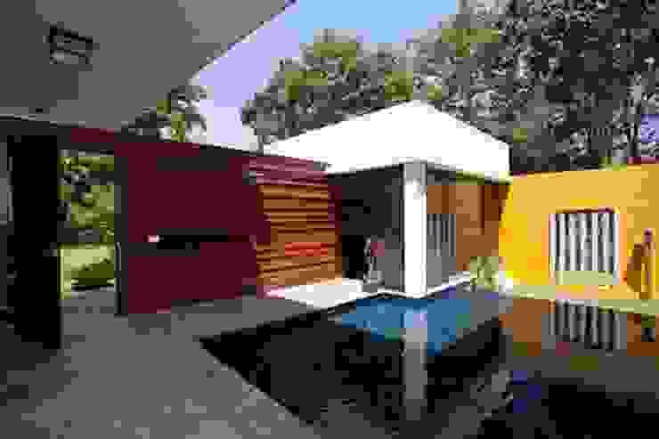 Aurora Residence Modern balcony, veranda & terrace by Sanctuary Modern