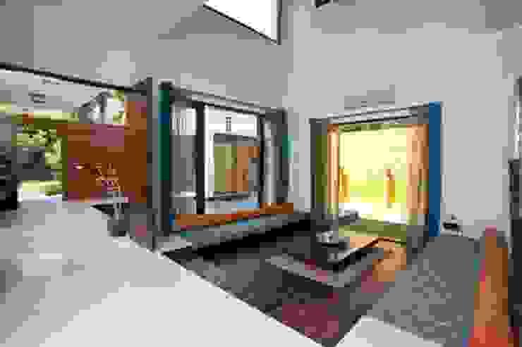 Aurora Residence Modern corridor, hallway & stairs by Sanctuary Modern