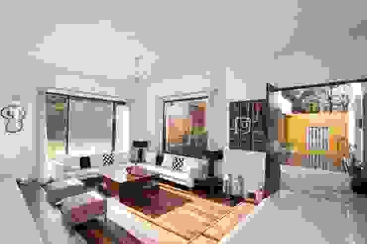 Aurora Residence Modern living room by Sanctuary Modern