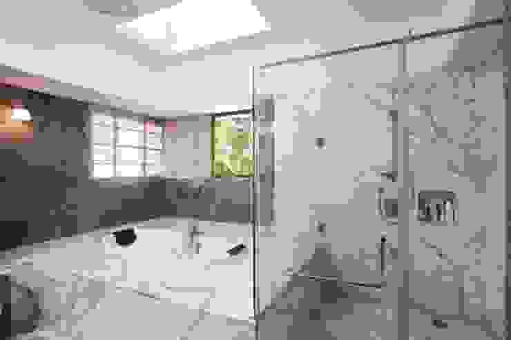 Aurora Residence Modern bathroom by Sanctuary Modern