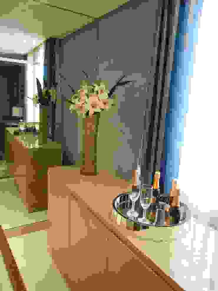 sala de jantar- bege, cinza, azul e marrom Modern dining room by Mariana Von Kruger Modern