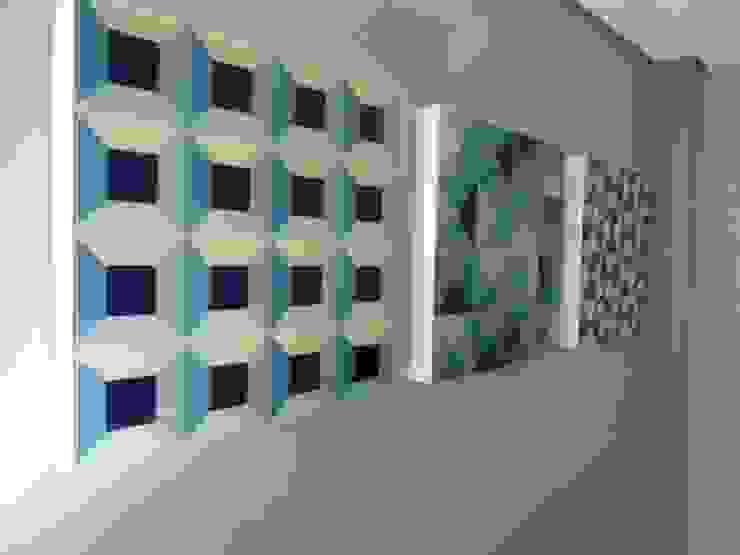 sala de estar - bege, cinza, azul e marrom Modern dining room by Mariana Von Kruger Modern