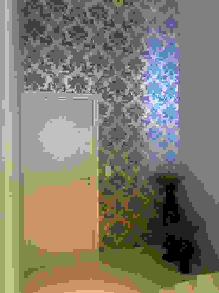 hall de entrada - bege, cinza, azul e marrom Modern living room by Mariana Von Kruger Modern