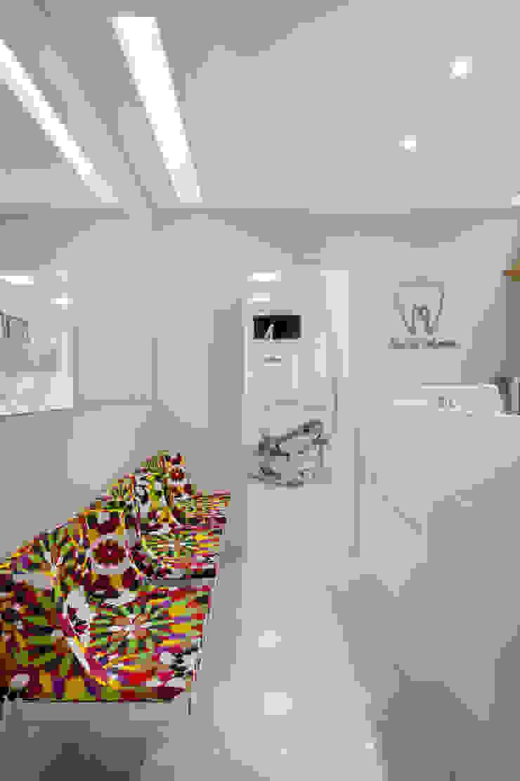 Consultório de Dentista Clínicas modernas por Carolina Mendonça Projetos de Arquitetura e Interiores LTDA Moderno