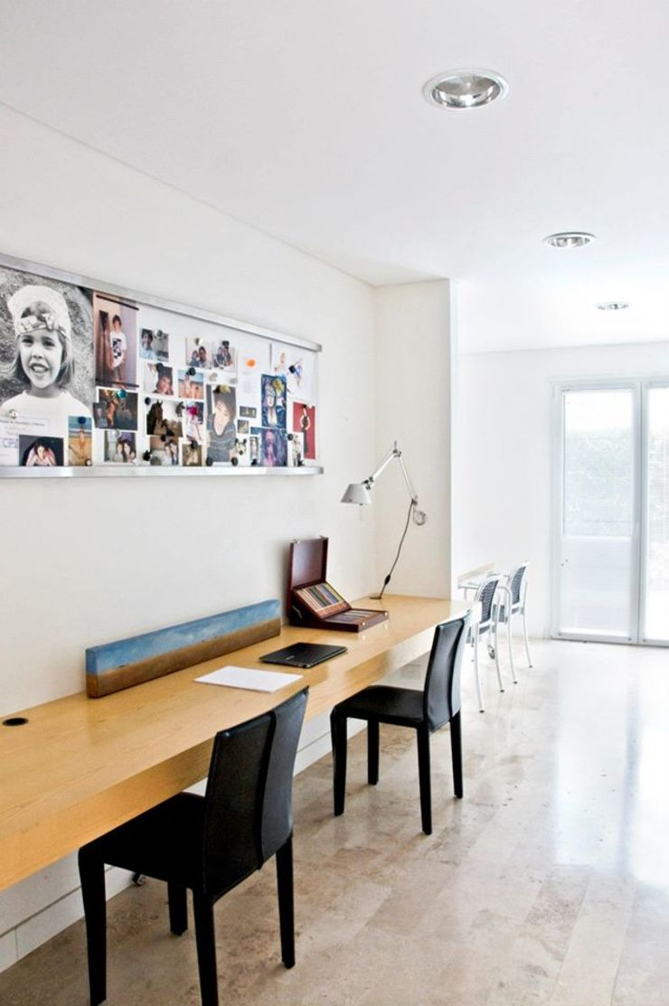 CASA EN SAN ISIDRO Estudios y oficinas modernos de Arq. PAULA de ELIA & Asociados Moderno
