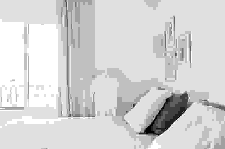 CASA EN SAN ISIDRO: Dormitorios de estilo  por Arq. PAULA de ELIA & Asociados,Moderno
