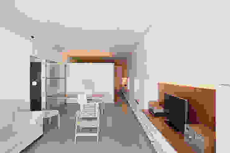 Modern style kitchen by Estudi Agustí Costa Modern