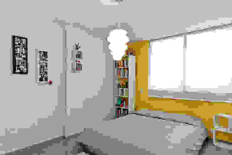 Franko & Co. モダンスタイルの寝室