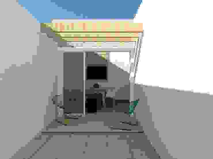 Espaço Churrasco AB Garagens e edículas rústicas por Nádia Catarino - Arquitetura e Design de Interiores Rústico Madeira Efeito de madeira