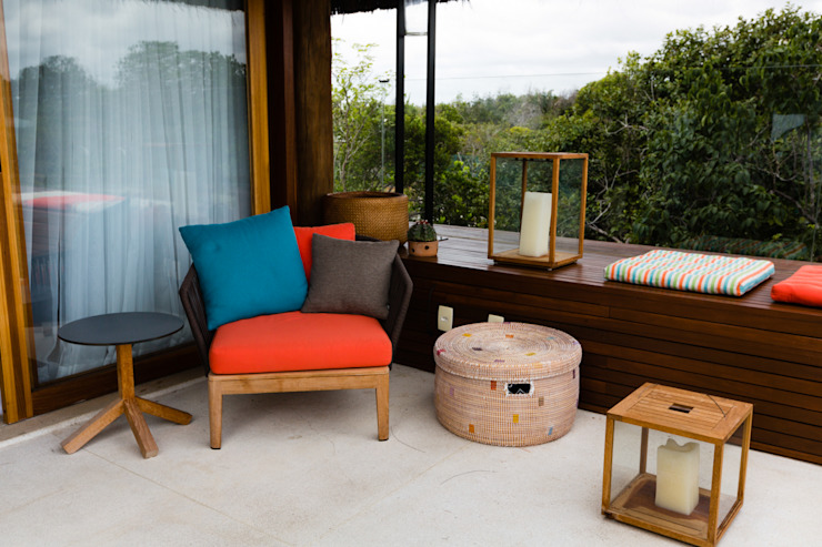 Balcones y terrazas de estilo tropical de Antônio Ferreira Junior e Mário Celso Bernardes Tropical
