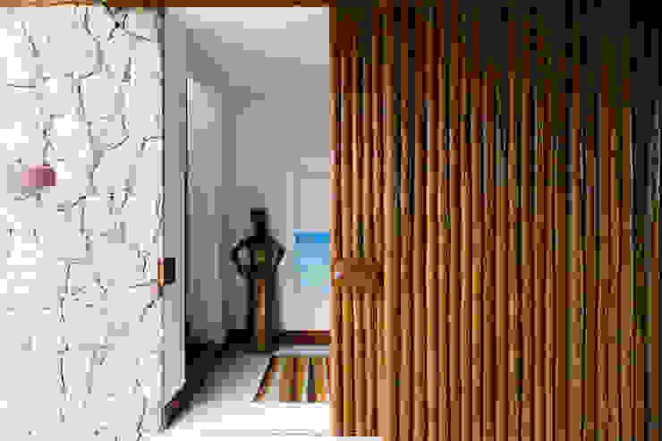 Dormitorios tropicales de Antônio Ferreira Junior e Mário Celso Bernardes Tropical