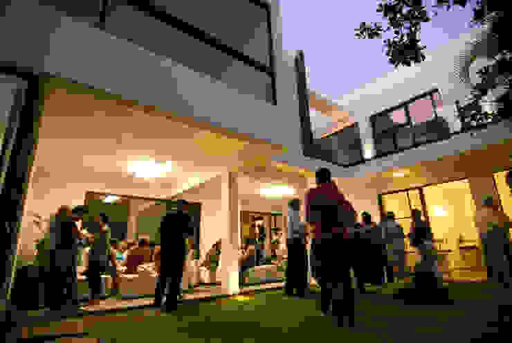 SERES CENTRO HOLÍSTICO Casas minimalistas de TAQ arquitectura Minimalista Vidrio