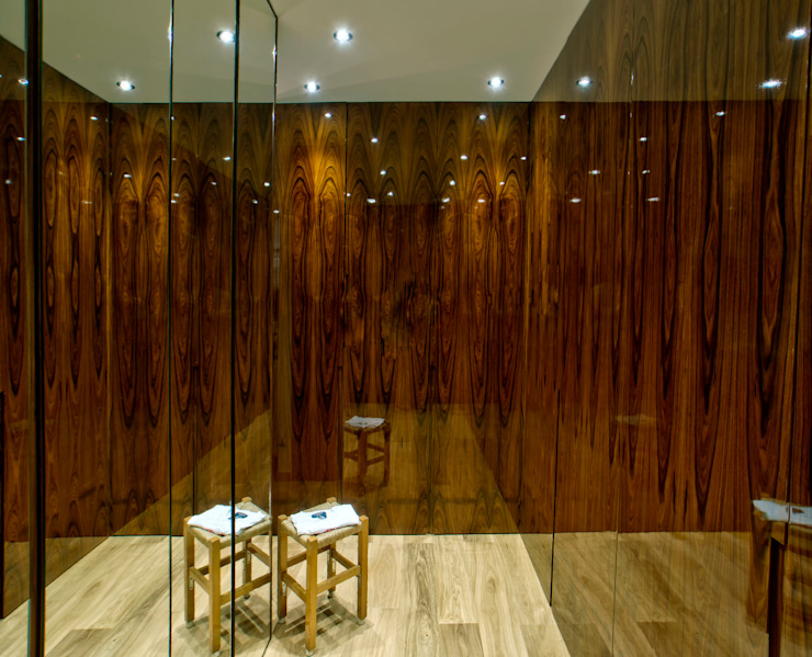 Modern dressing room by LUSIARTE Modern