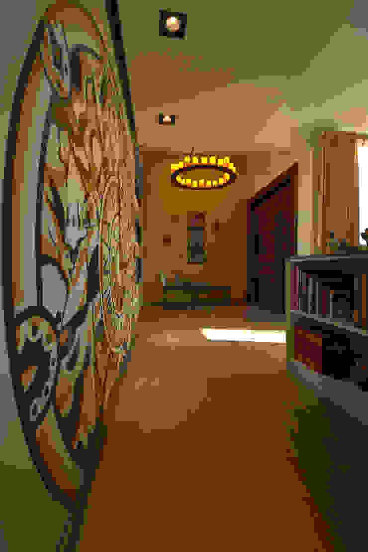 Bilbaoo Residencial Pasillos, vestíbulos y escaleras eclécticos de Lo Interior Ecléctico
