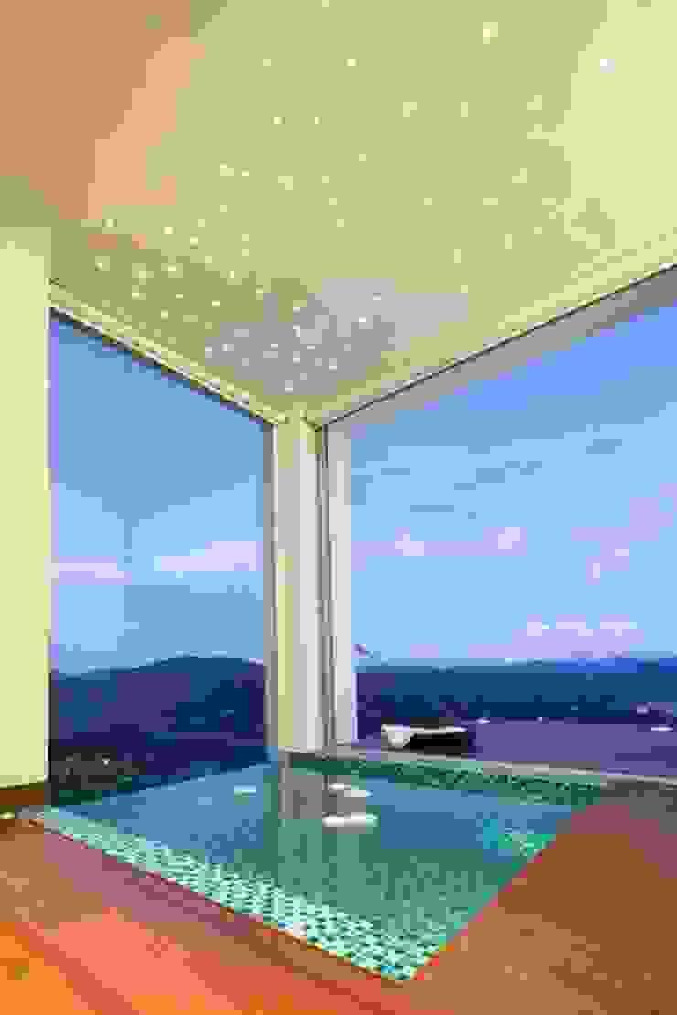 LIGHTEN Minimalist style bathrooms