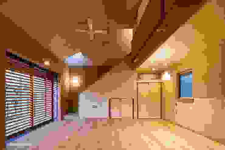 Livings de estilo  por アグラ設計室一級建築士事務所 agra design room , Moderno
