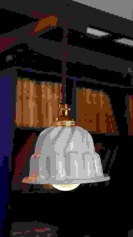 FIKA lamp: decco (デコ)が手掛けた折衷的なです。,オリジナル 磁器