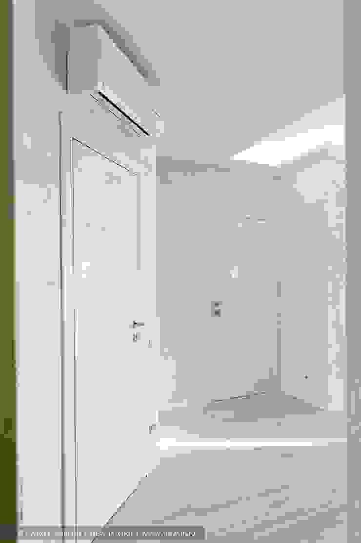 Ольга Кулекина - New Interior Minimalist corridor, hallway & stairs