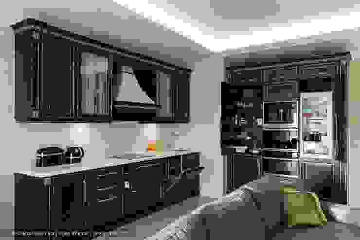 Квартира с террасой «Черное золото» Кухня в классическом стиле от Ольга Кулекина - New Interior Классический