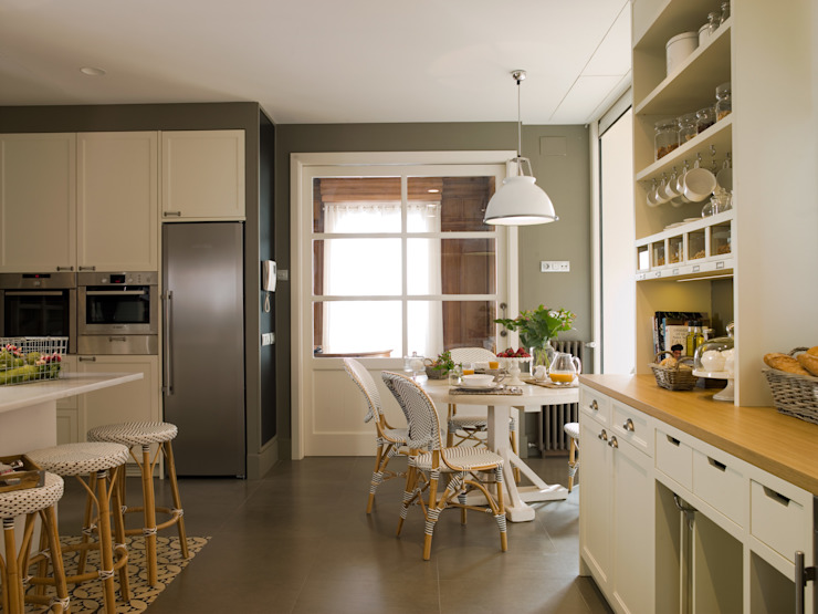 DEULONDER arquitectura domestica Classic style kitchen Wood White