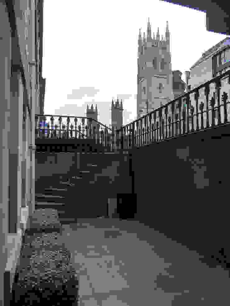 A church view Vườn phong cách tối giản bởi Anne Macfie Garden Design Tối giản Đá sa thạch