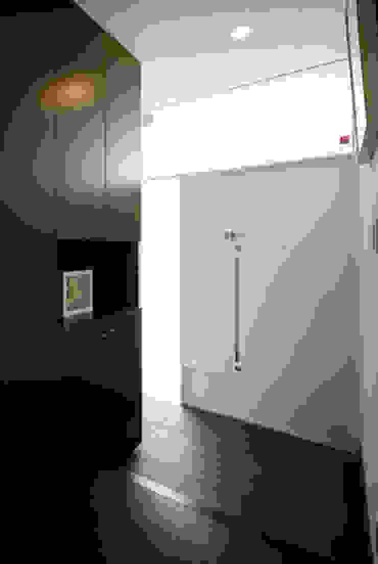 玄関 モダンスタイルの 玄関&廊下&階段 の atelier m モダン