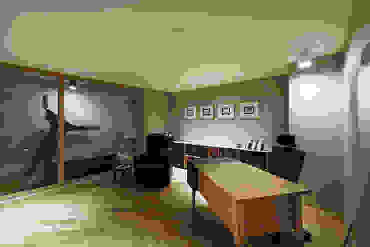 Oficinas y bibliotecas de estilo moderno de Qua.D Moderno