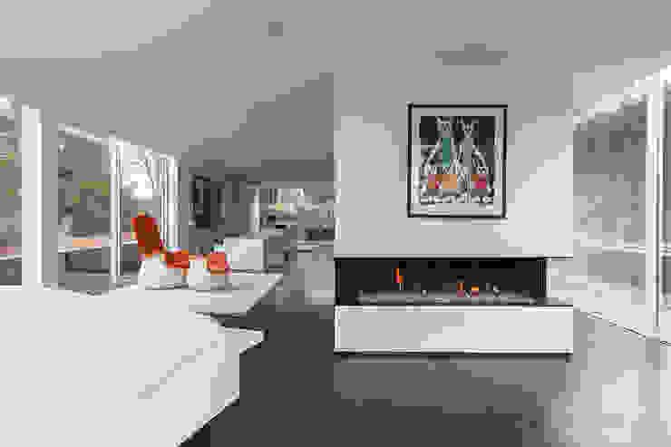 Minimalist living room by Biojaq - Comércio e Distribuição de Recuperadores de Calor Lda Minimalist