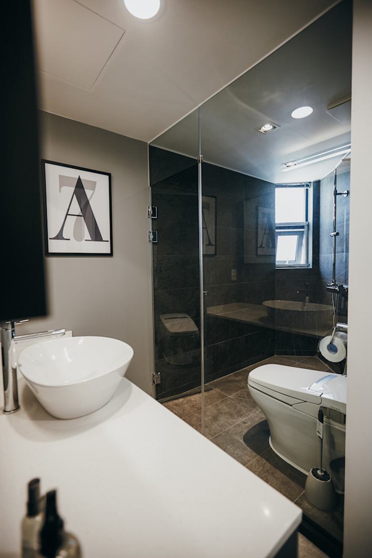 Modern Bathroom by 샐러드보울 디자인 스튜디오 Modern