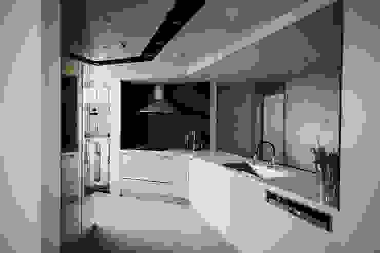 Modern kitchen by 샐러드보울 디자인 스튜디오 Modern