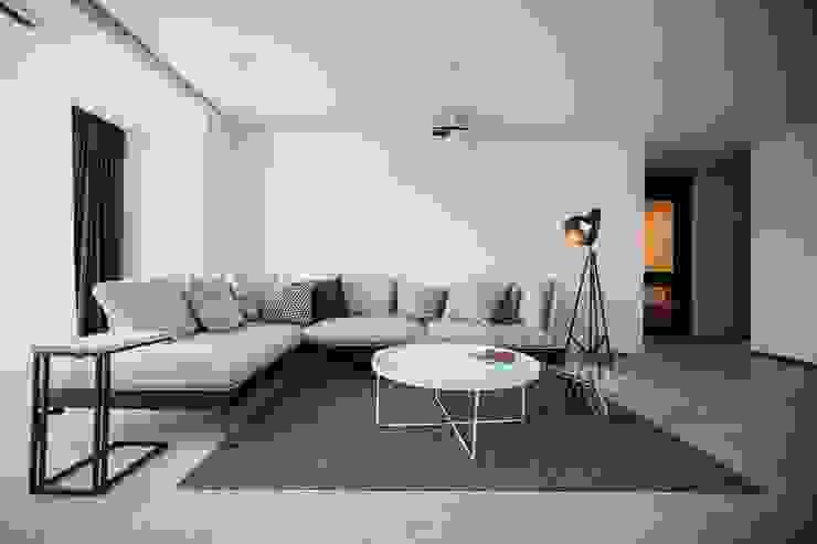 Гостиная в стиле модерн от 샐러드보울 디자인 스튜디오 Модерн