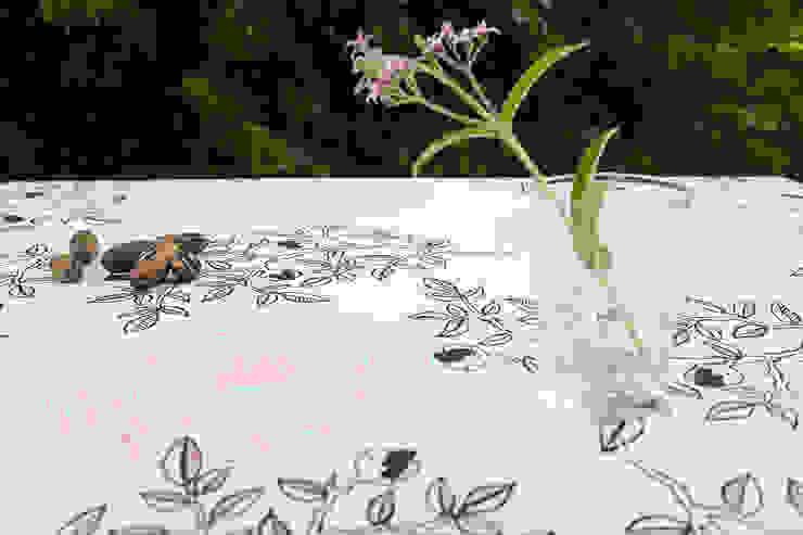 mantel flor y rama en rosa y negro de bla bla textiles Moderno Algodón Rojo