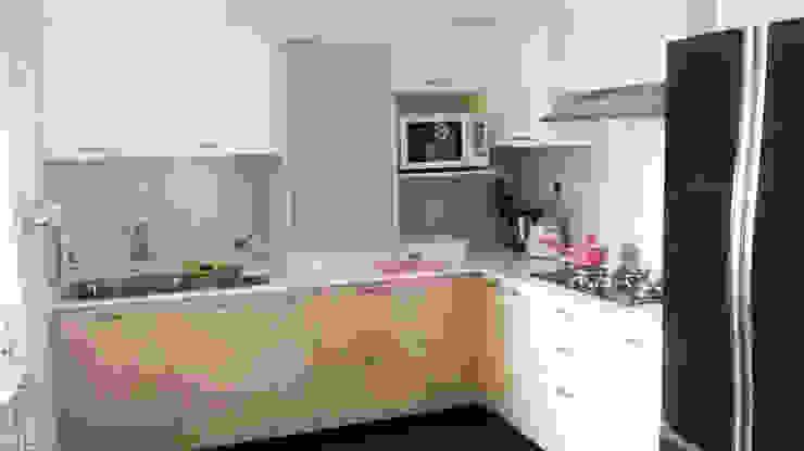 Kitchen work for Celebrity - Mrs. Jeny Susan Mattew Modern kitchen by Bespoke Decor Modern Plywood