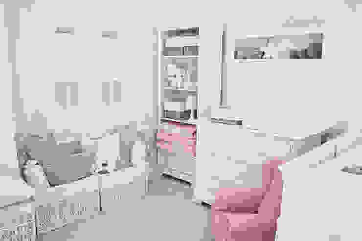 Design for a baby girl age 0-3.: styl , w kategorii Powierzchnie handlowe zaprojektowany przez Caramella,Nowoczesny Kompozyt drewna i tworzywa sztucznego