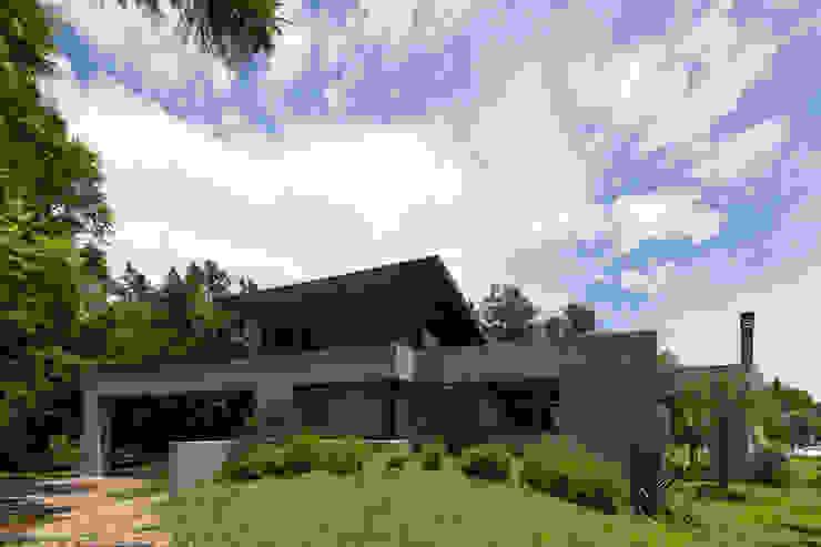 Modern Houses by ARRILLAGA&PAROLA Modern