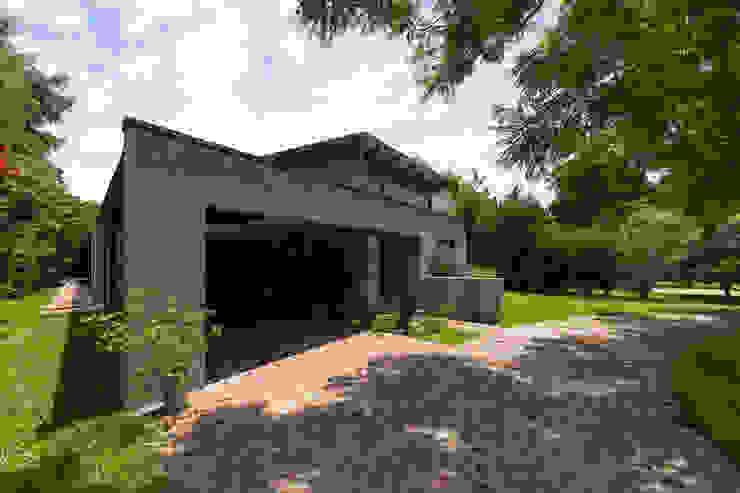 Casas estilo moderno: ideas, arquitectura e imágenes de ARRILLAGA&PAROLA Moderno