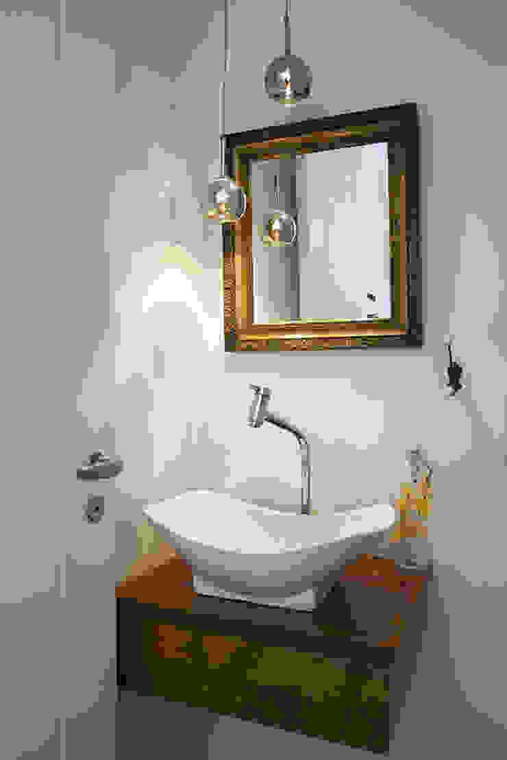 Residencia em Condomínio fechado Lucia Helena Bellini arquitetura e interiores Banheiros modernos