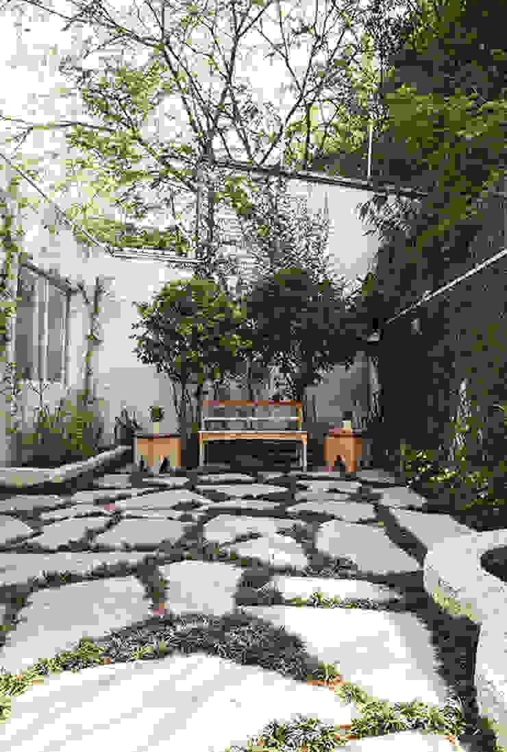 Residencia em Condomínio fechado Lucia Helena Bellini arquitetura e interiores Jardins modernos