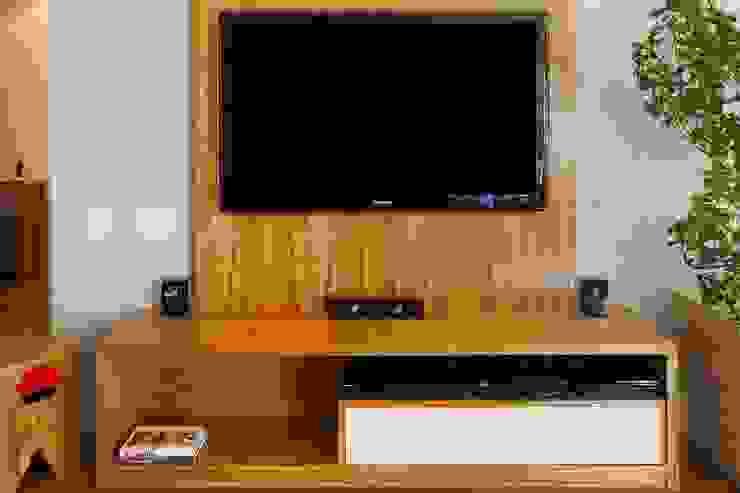 HomeTV por Egg. Interiores Eclético Derivados de madeira Transparente