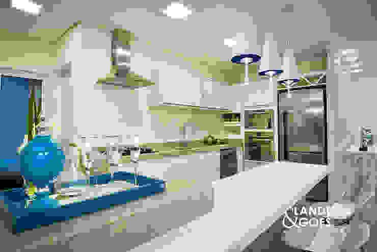 Apartamento Decorado – Balneário Camboriú Cozinhas modernas por Landeira & Goes Arquitetura Moderno