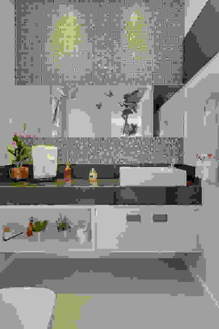 RJR Banheiros modernos por Angelica Pecego Arquitetura Moderno