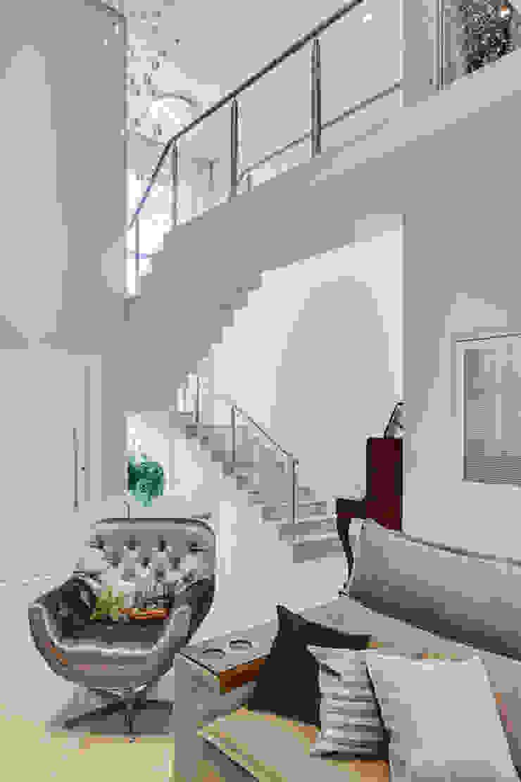 RJR Corredores, halls e escadas modernos por Angelica Pecego Arquitetura Moderno