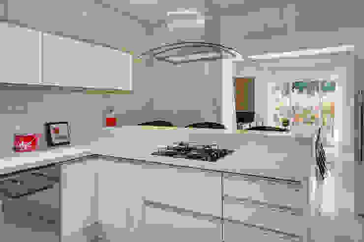 RJR Cozinhas modernas por Angelica Pecego Arquitetura Moderno