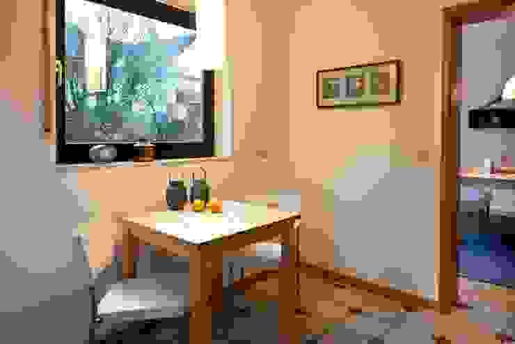 Küche nachher von Raumpraesenz-Homestaging Landhaus