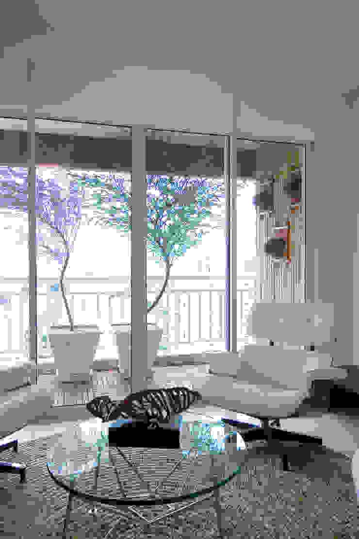 Apartamento para jovem rapaz Salas de estar modernas por Lucia Helena Bellini arquitetura e interiores Moderno
