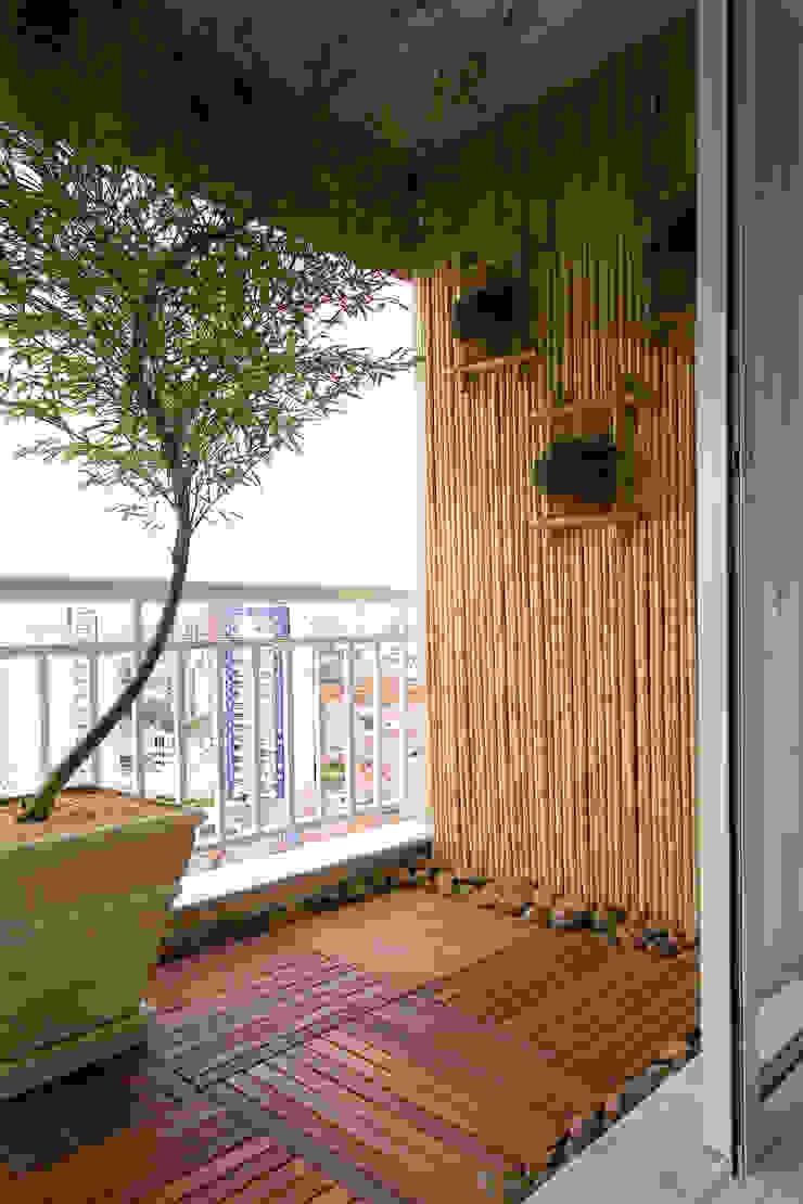 Apartamento para jovem rapaz Varandas, alpendres e terraços modernos por Lucia Helena Bellini arquitetura e interiores Moderno