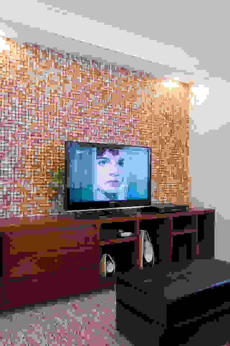 Apartamento para jovem rapaz Salas multimídia modernas por Lucia Helena Bellini arquitetura e interiores Moderno