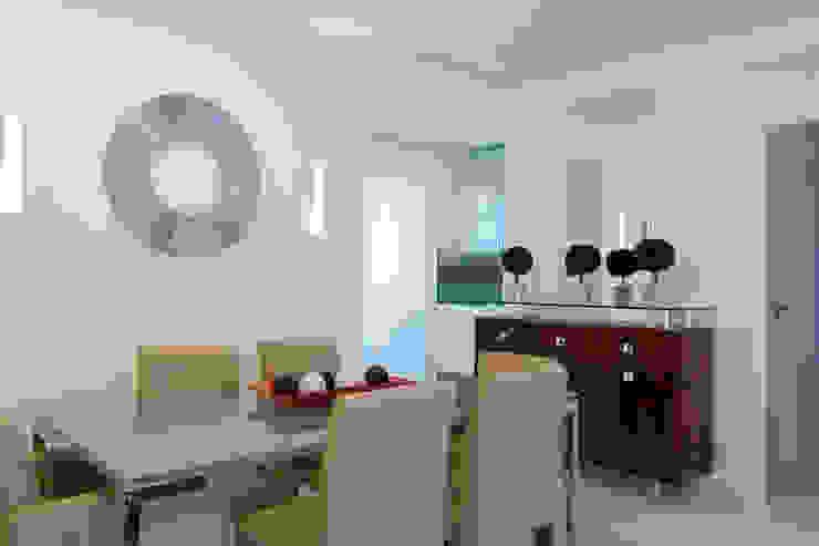 Apartamento para jovem rapaz Salas de jantar modernas por Lucia Helena Bellini arquitetura e interiores Moderno