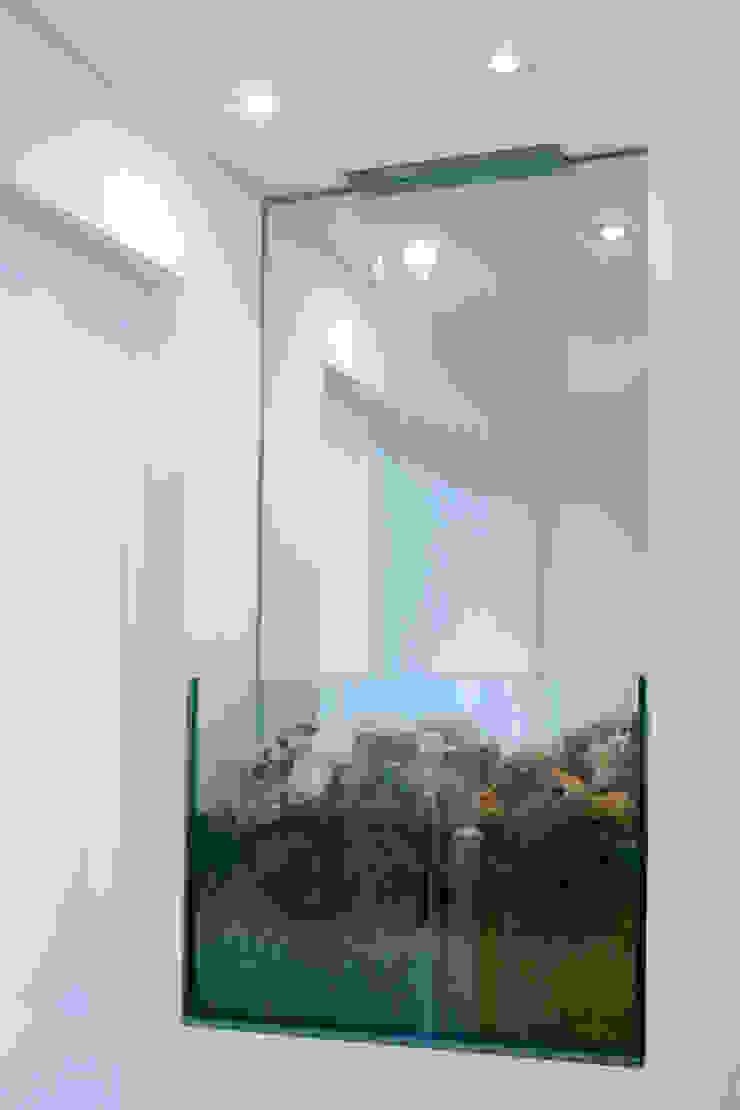 Apartamento para jovem rapaz Paredes e pisos modernos por Lucia Helena Bellini arquitetura e interiores Moderno